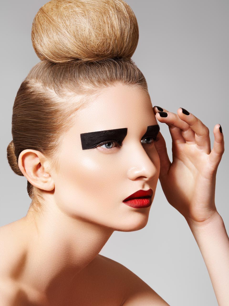 Стильные стрижки макияж