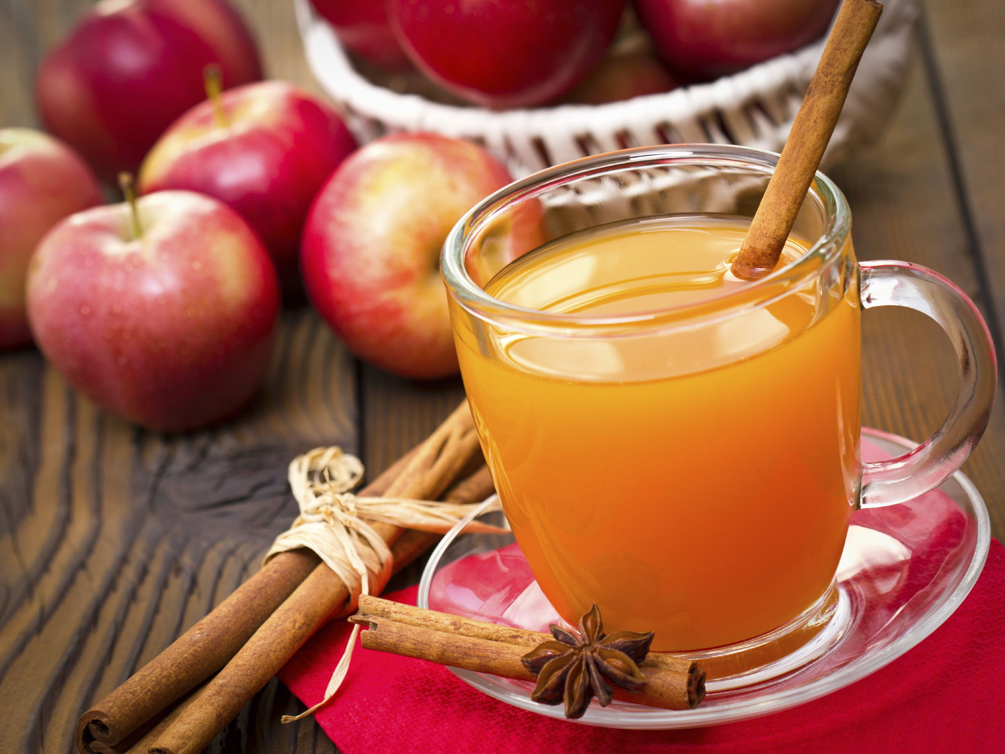 Выжать сок из яблок в домашних условиях