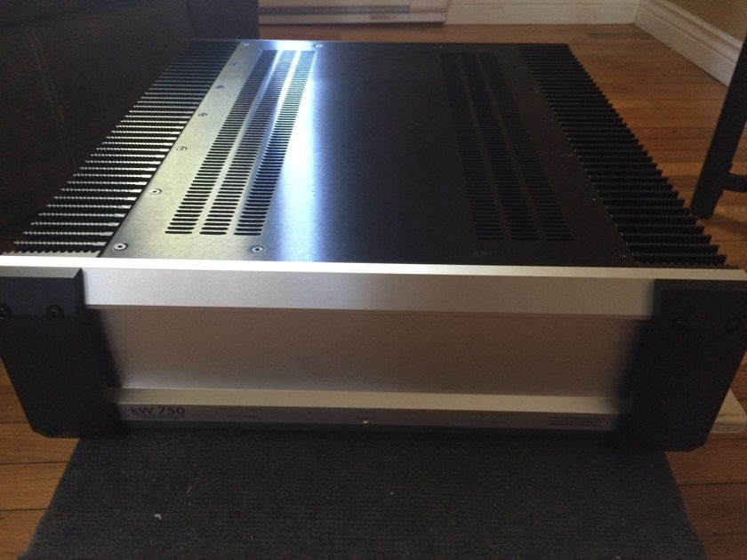 Musical Fidelity Kw750 reduced price Musical Fidelity KW750 Power Amp