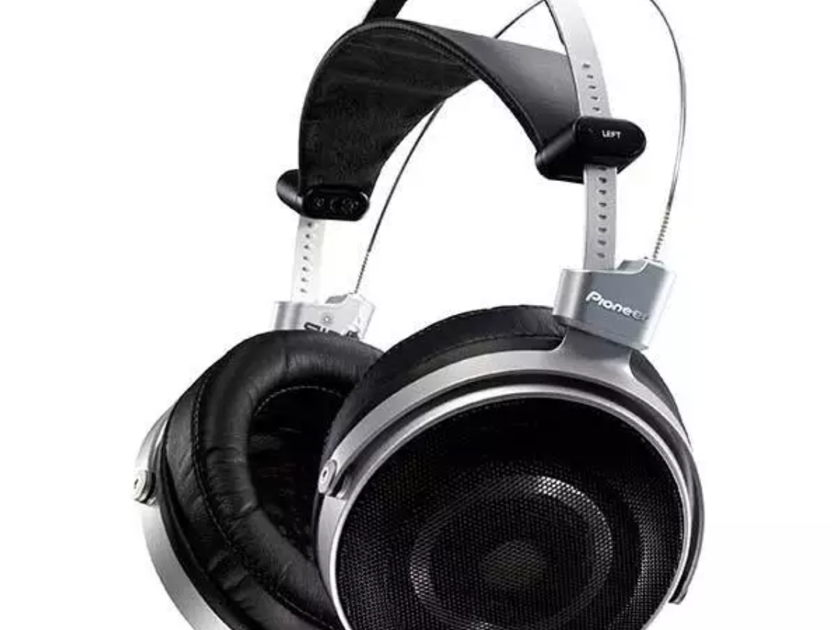 Pioneer SE Master 1 New, sealed. Come w/ Balanced XLR Cables