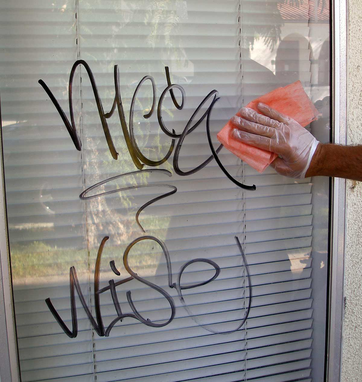 how to remove graffiti from glass window using safewipes