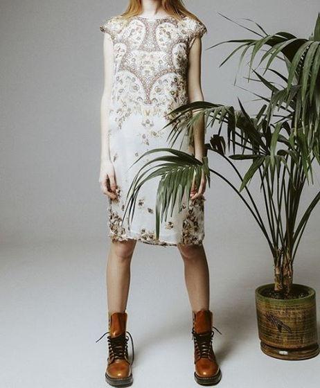 платье из шёлка на подскладке.