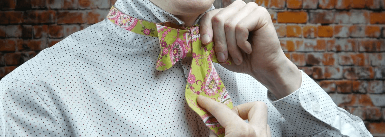 Step 4. Tying the bow tie knot. Part 3.
