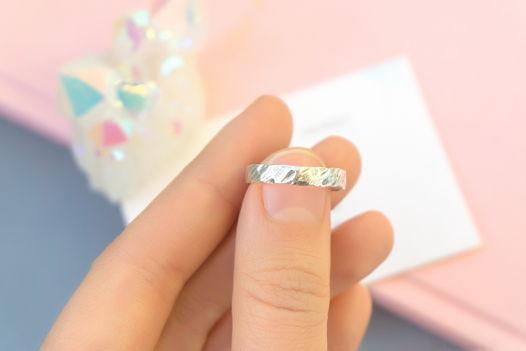Кольцо из серебра с фактурой
