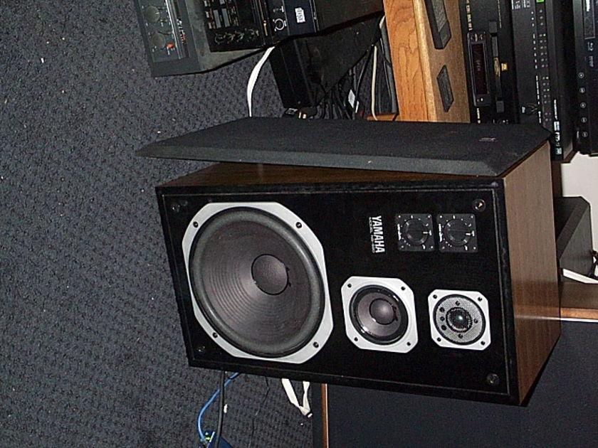 Yamaha NS-590 Natural Sound Monitor with Beryllium Dome Tweeters
