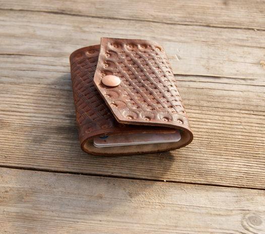 мини кошелек светло-коричневый  с тиснением
