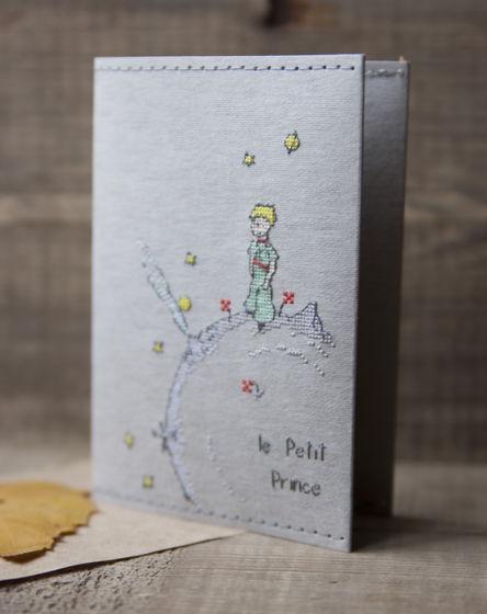 Обложка на паспорт из моющейся крафт бумаги, украшена вышивкой Маленький принц