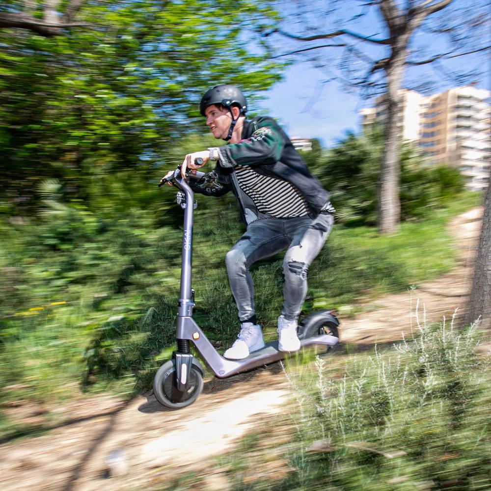 okai-es500-escooter-man-riding-fast-tablet