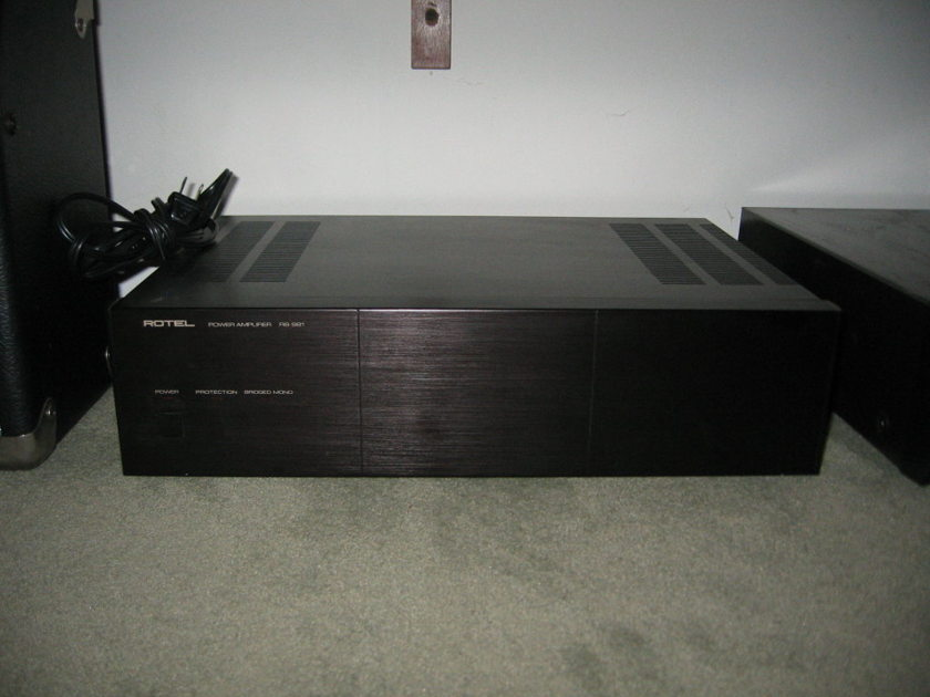 Rotel RB981 130 watt/side Stereo Amplifier