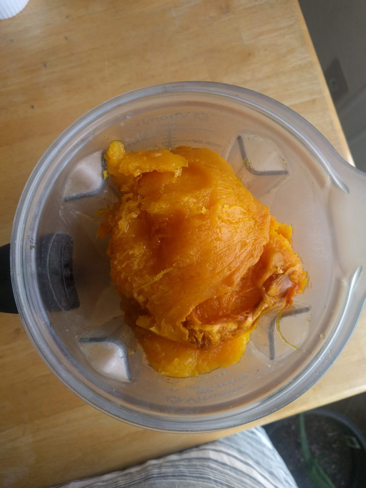 How To Make Pumpkin Purée From Scratch - From how to choose a pumpkin, how to roast a pumpkin, and how to store your homemade pumpkin purée: get the recipe today! #recipe #pumpkin #holidayrecipe #pumpkinrecipe #healthyrecipes