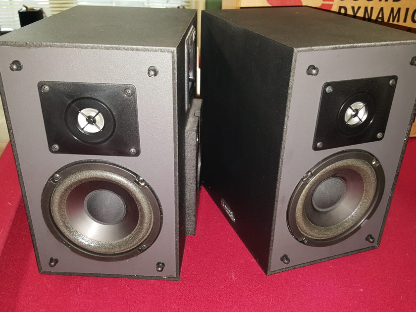 Sound dynamics THC-2, THR-BP1 Center and Rear, Good condition  excellent sound.