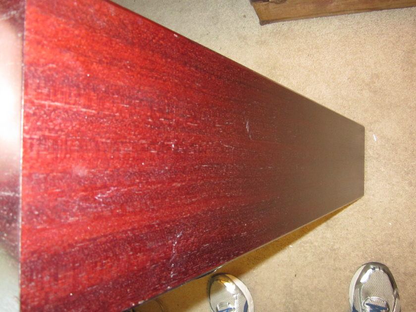 Totem Acoustics Arro Floorstanding loudspeakers with plinth/spikes Cherry Stain finish