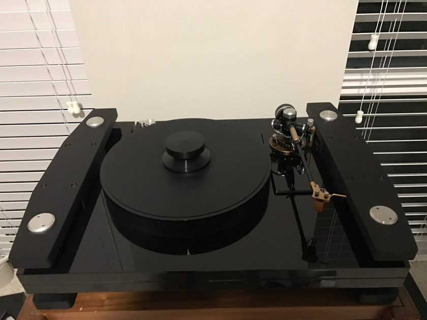 Basis Ovation Turntable w/ Synchro-Wave Power Supply