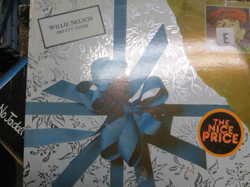 WILLIE NELSON - PRETTY PAPER CHRISTMAS MUSIC SEALED