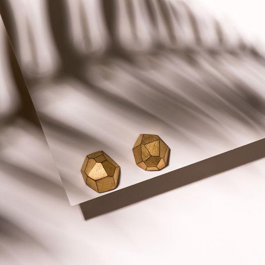 Серьги из черного фарфора с полуматовым золотом