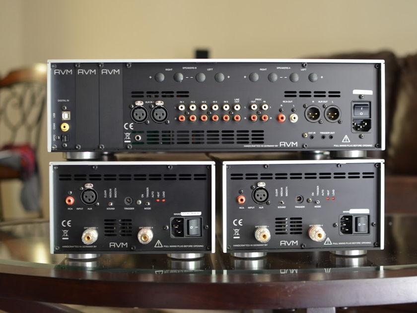 AVM AUDIO GERMANY MA 3.2 MONO AMPS 400 WATTS SHOW UNIT - PRISTINE