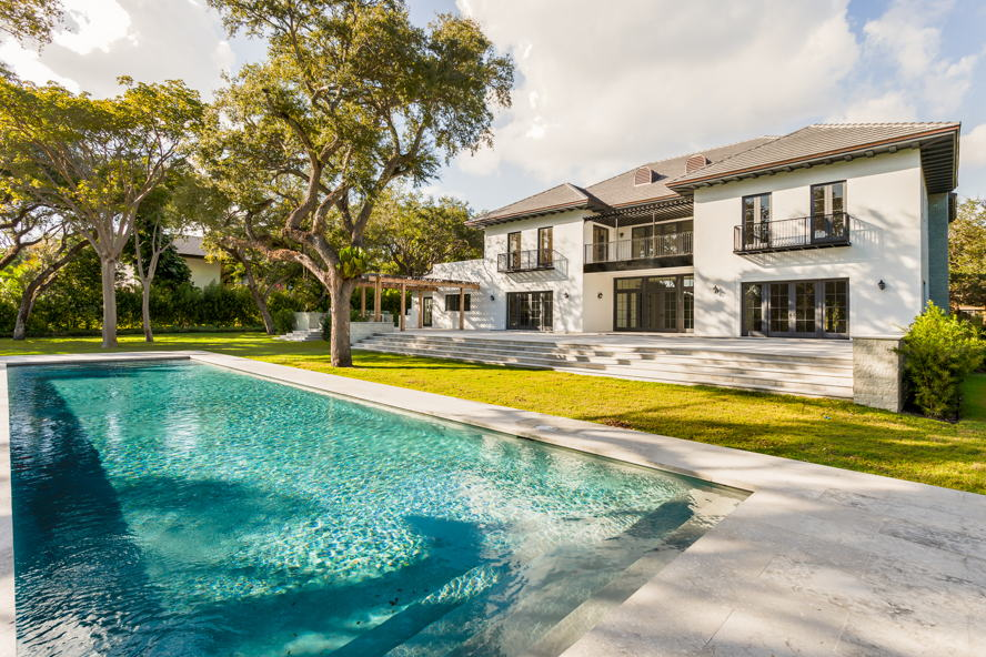 Hong Kong - Elle Macpherson buys luxury Florida home through Engel & Völkers