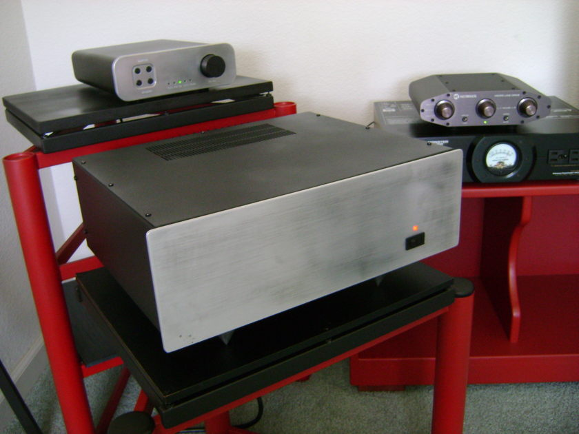 B&K ST-140 Power Amplifer  Silver