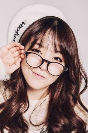 Minah wears the Infinity