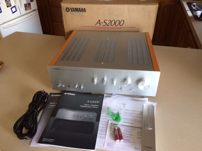 Yamaha  A-S 2000 phono, remote 4 months old