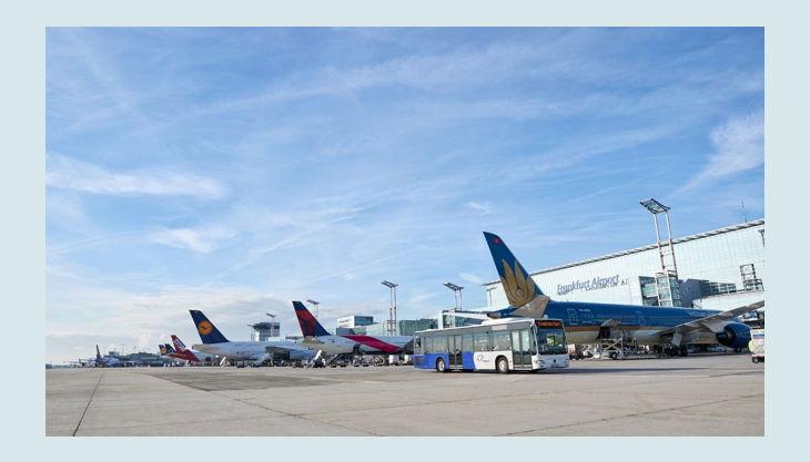 bester geburtstagde flughafen frankfurt am main fraport rollbahn parken flugzeuge