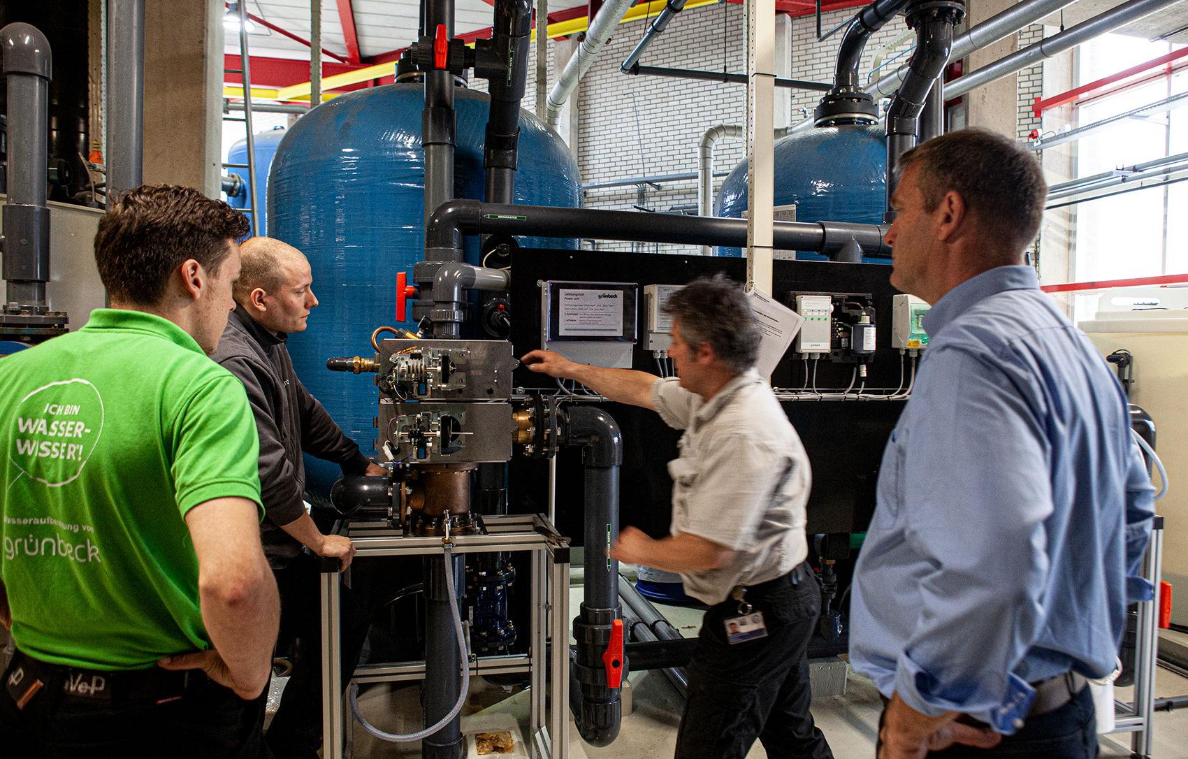 Perry de Graaf met zijn collega's van het UMC Utrecht in de energiecentrale.