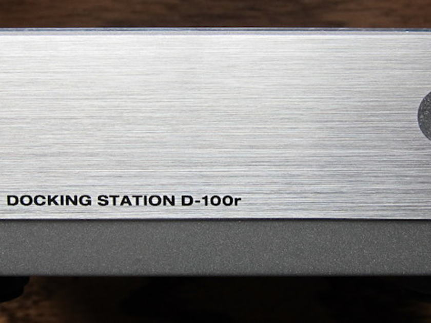 Luxman D-100R DAC & iPod/iPhone Docking Station