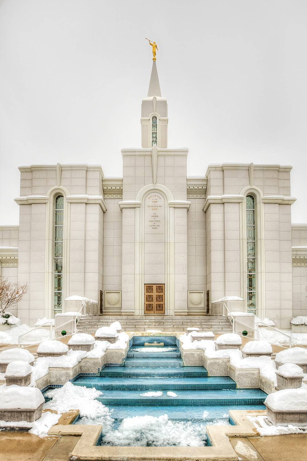 Bountiful Temple blue fountains surrounded by snow.