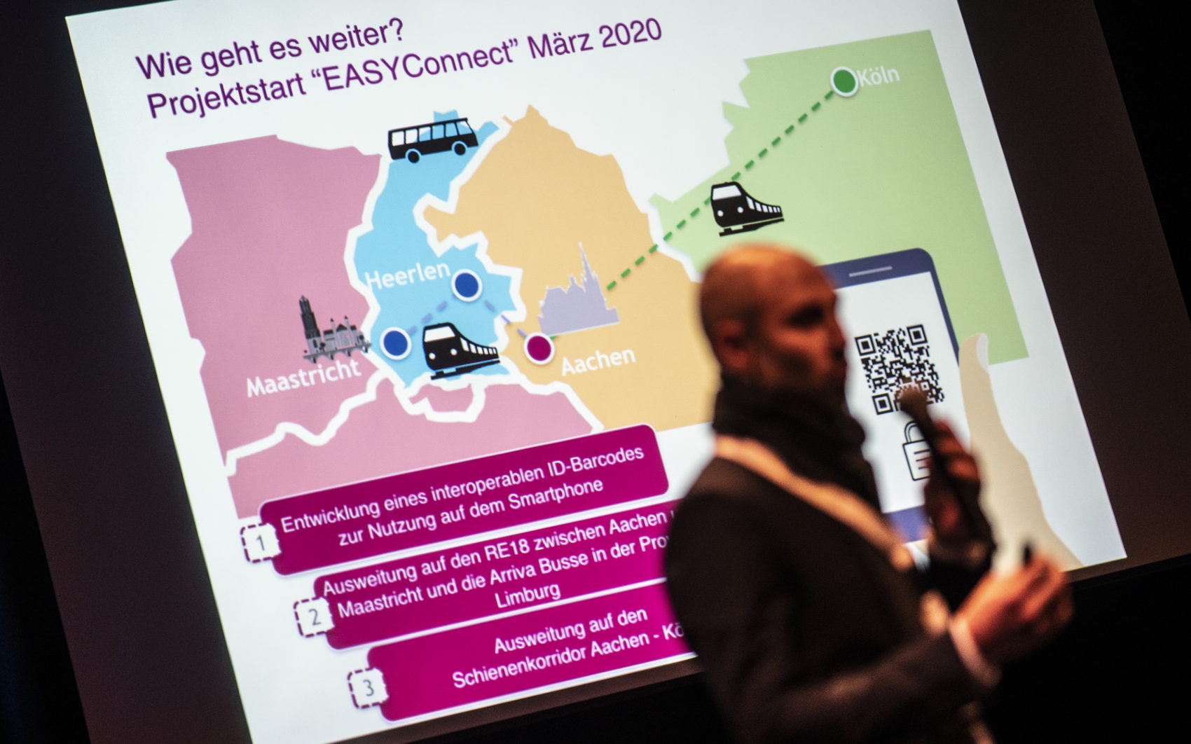 Dominik Elsmann van het Aachener Verkehrs Verband vertelt over wat er al allemaal komt kijken bij het uniformeren van de ticketingsystemen.