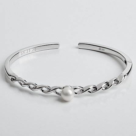 An elegant pearl cuff representing your infinite love is undoubtedly a 30th wedding anniversary gift for your beloved wife. This is what she will always wear, enabling her to remember you everyday.