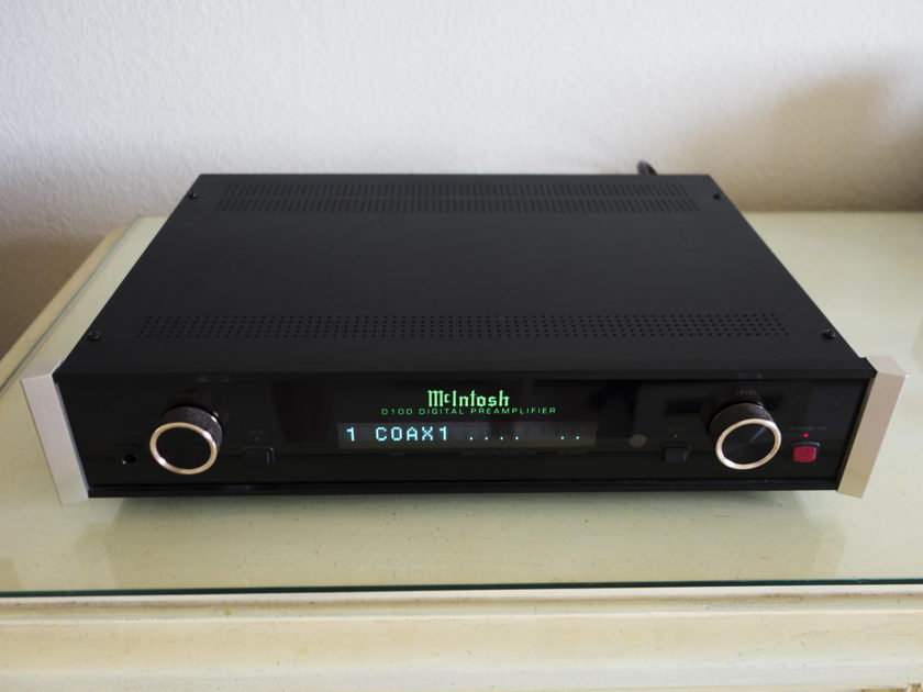 McIntosh D100 FIrst owner - like new condition - great reviews