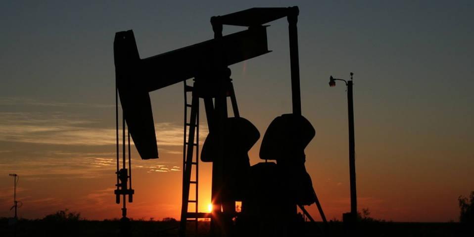 En oliepumpe for at vise at man bl.a. også kan investere i olie og andre råvarer
