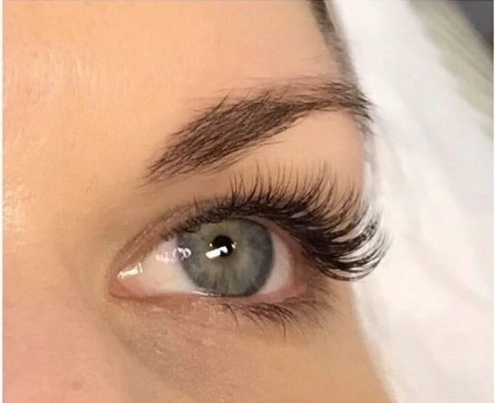 Japanese Eyelash Extensions by Moka & Sarah