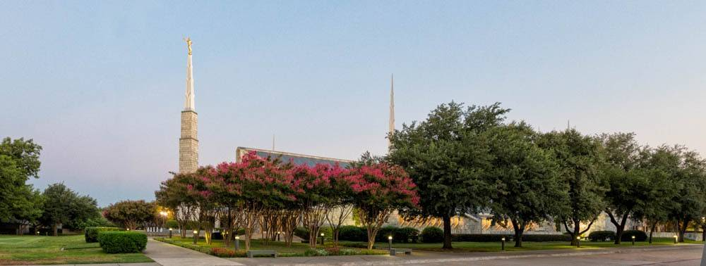 Distant, panoramic photo of the Dallas Texas Temple and grounds.