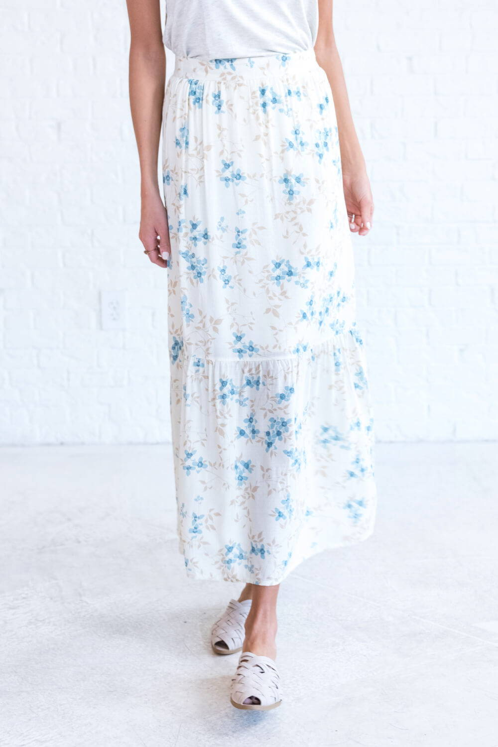 Summer Reading List 2018 white floral skirt