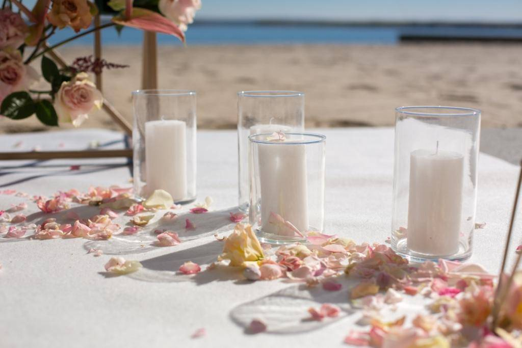 Pair candle with glass holders for outdoor spaces