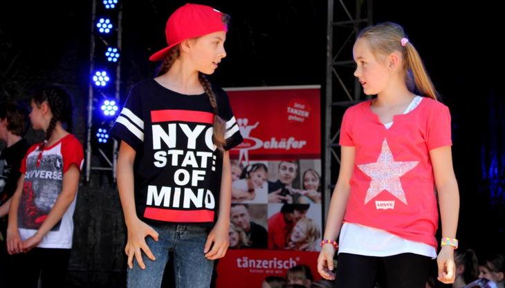 tanzschule schäfer zwei mädchen