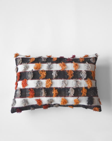 Декоративная подушка из ковра килим Cute Tassels