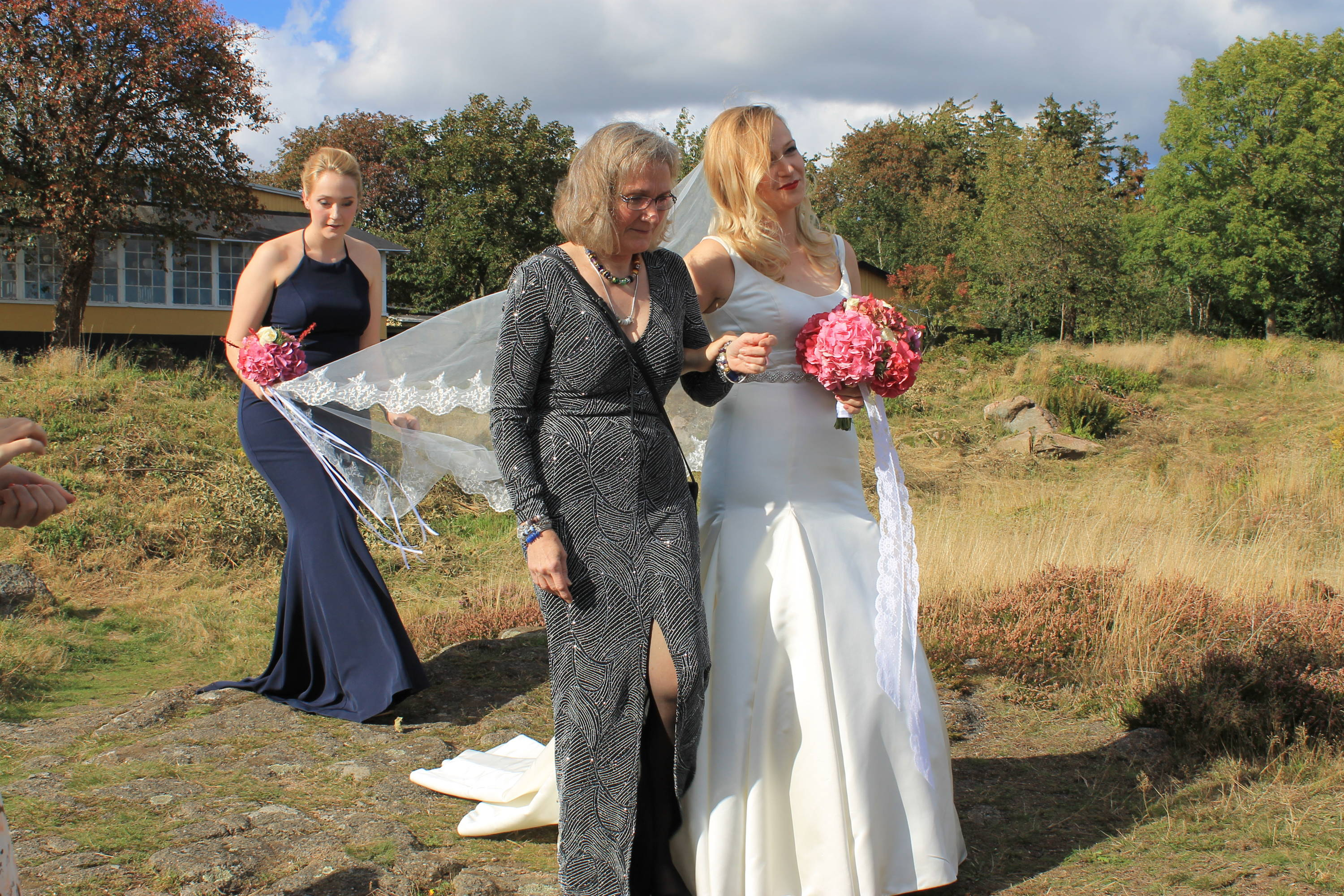 Wedding walk on the rocks in Bornholm with mom and sister