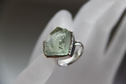 Кольцо с празиолитом неограненным