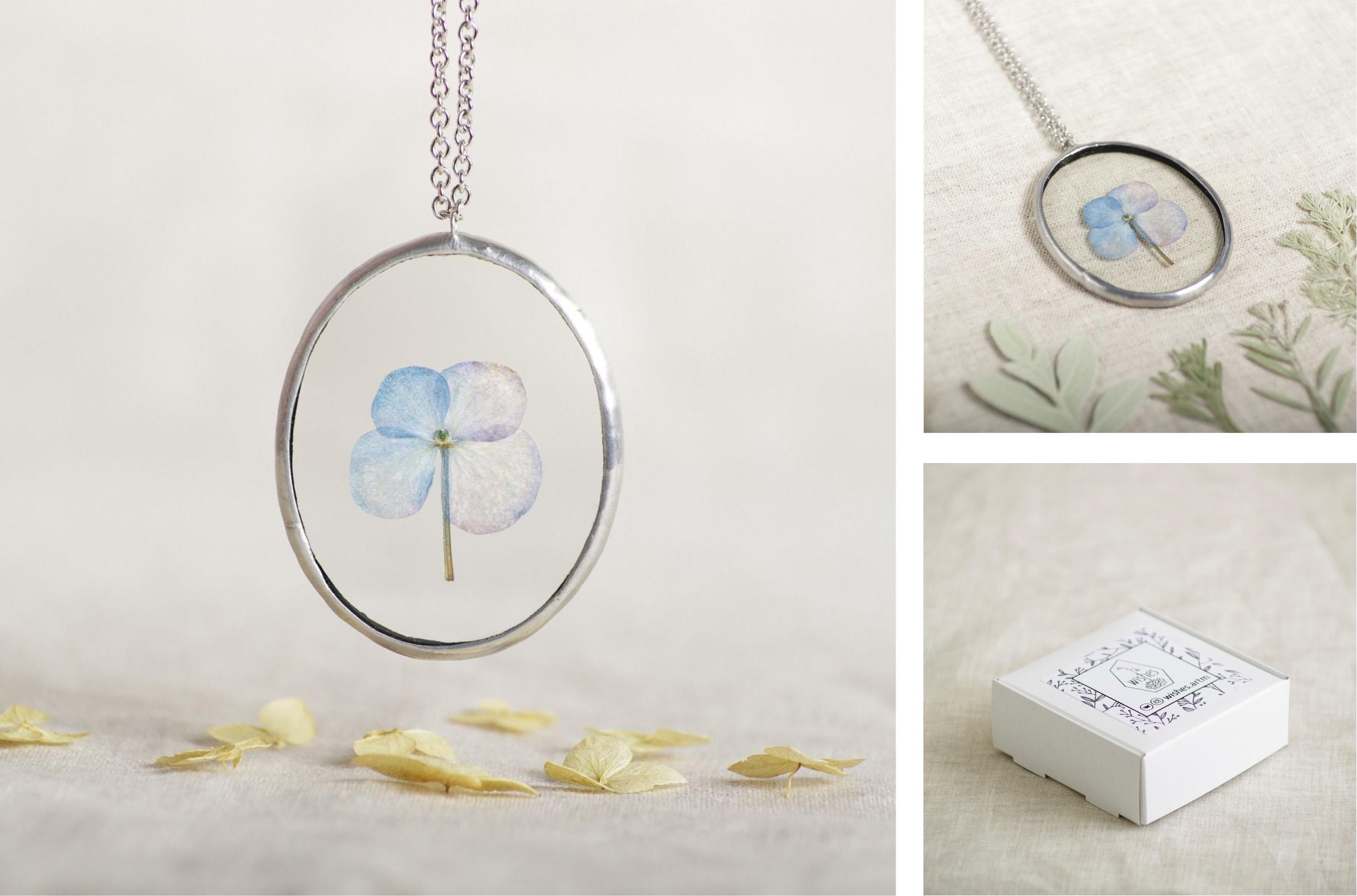 Крупные фотографии, светлый фон, сняты все детали, товар вместе с созвучным окружением, в упаковке (фотографии магазина «Wishes»)