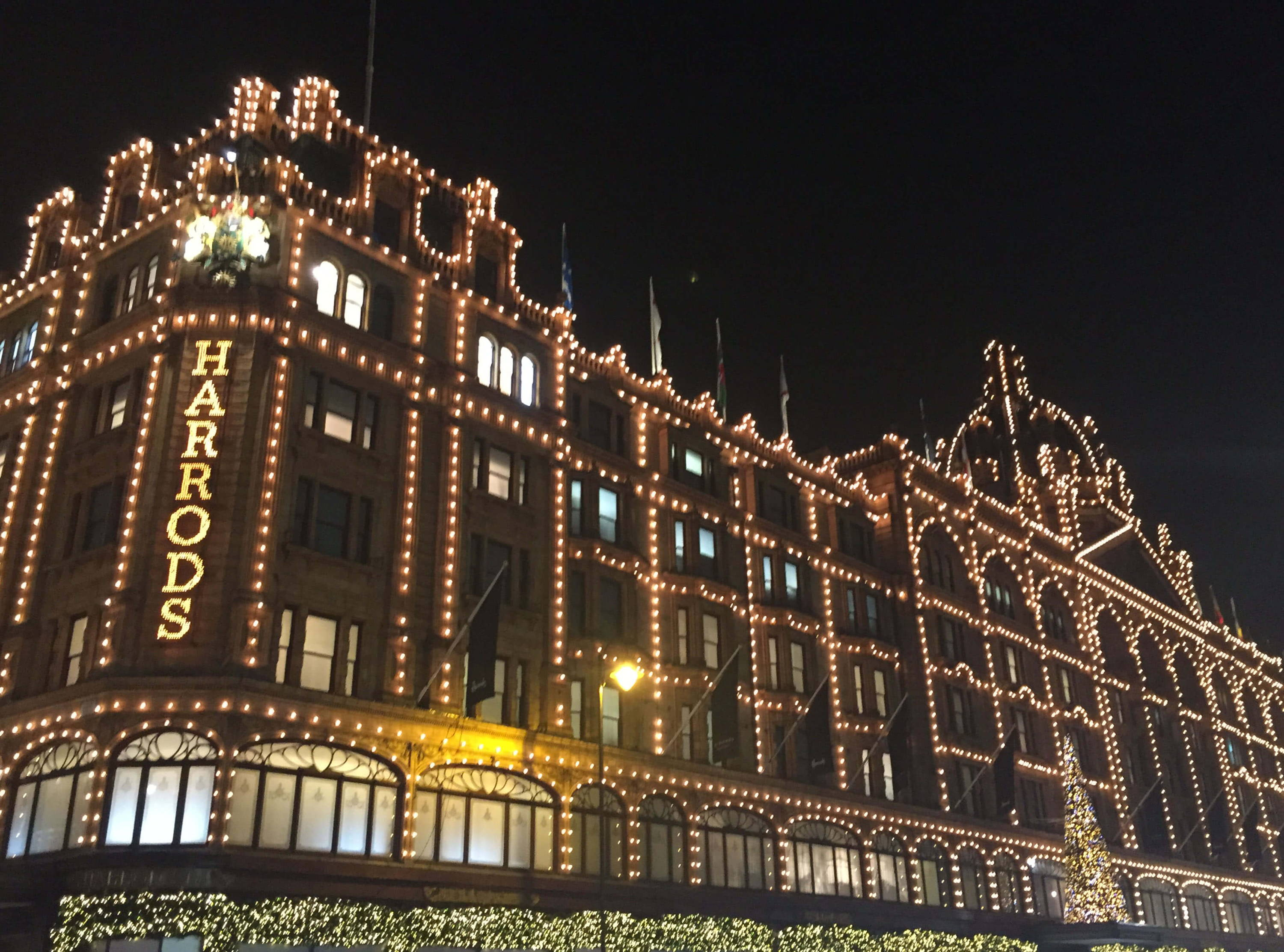 Harrods is the world's leading luxury department store in London, fashion, perfumes, home and lifestyle