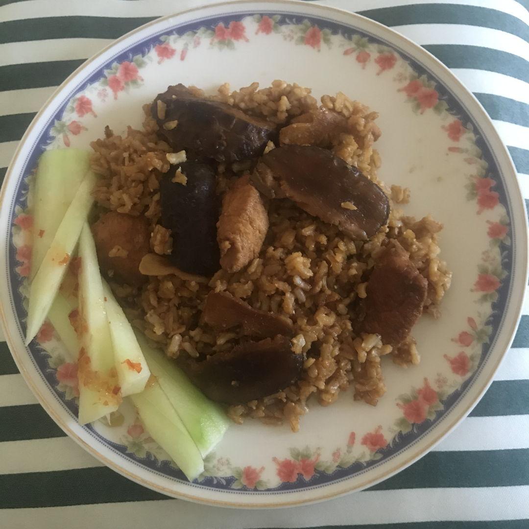 Claypot chicken rice with mushrooms ✌🏻💛