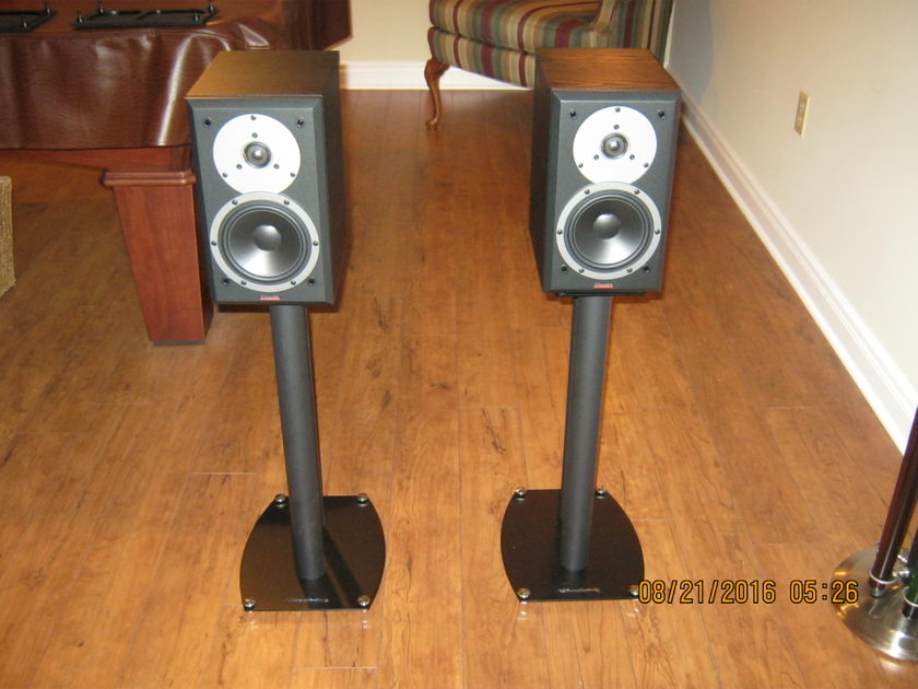 Dynaudio DM 2/6 Monitors and stands