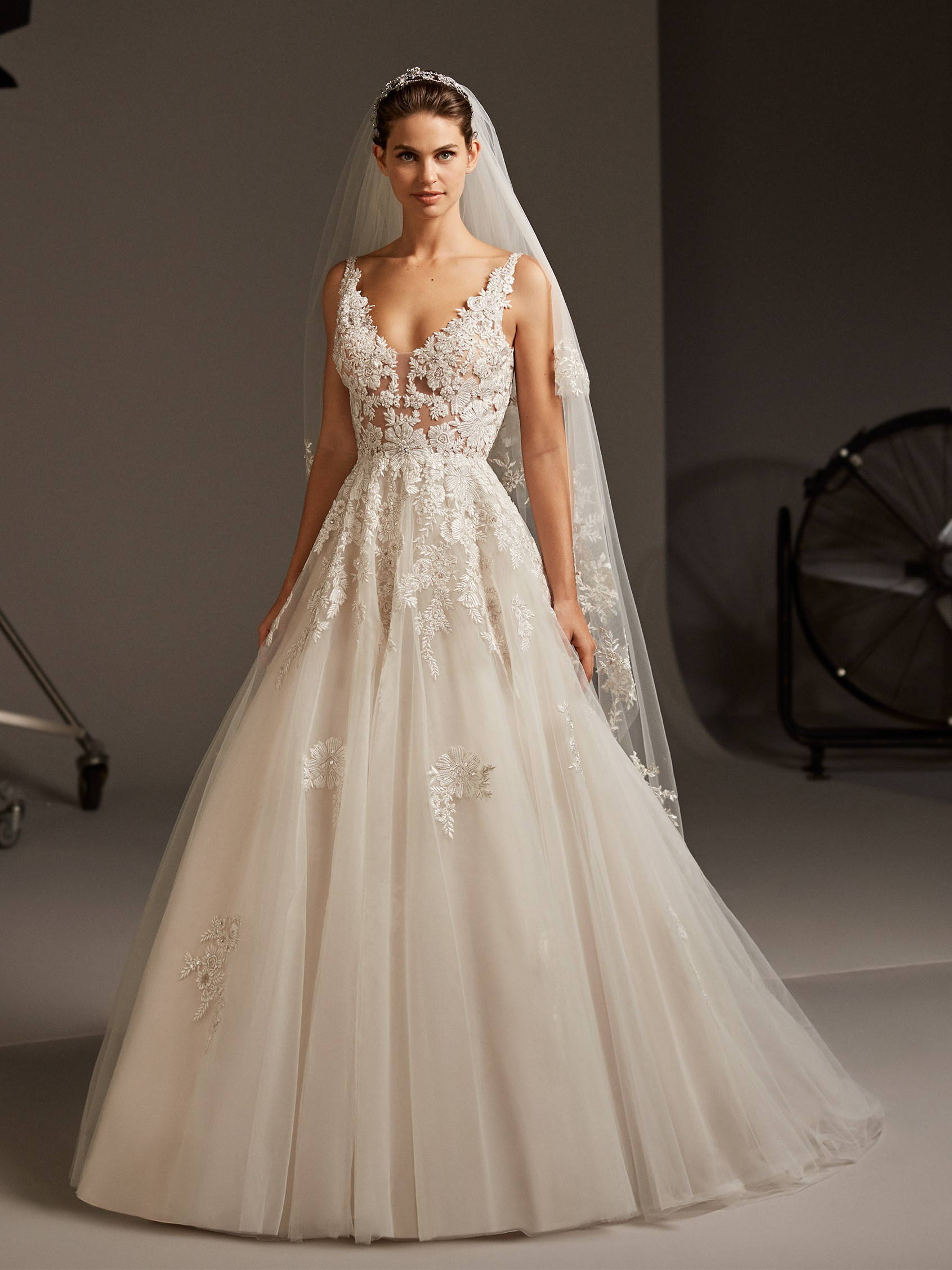 PRONOVIAS ARIEL WEDDING DRESS