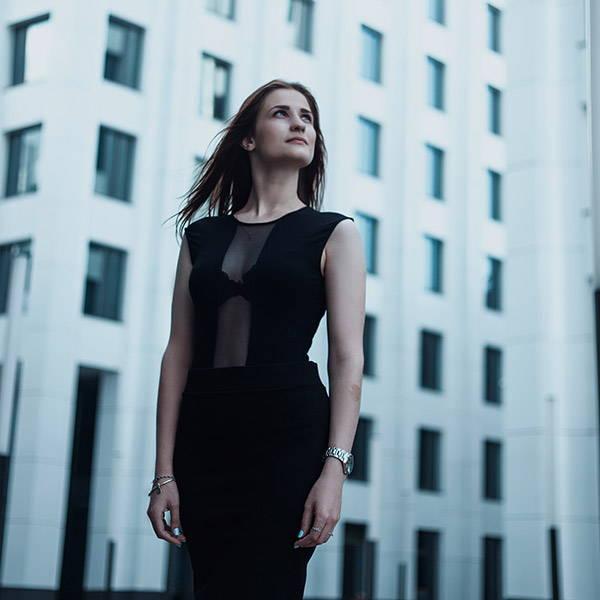 business-woman-confident-building