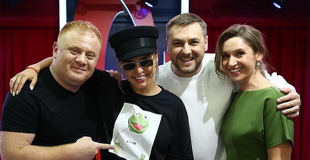 Zivert дала живой концерт в «Золотом микрофоне» на «Русском Радио» - Новости радио OnAir.ru