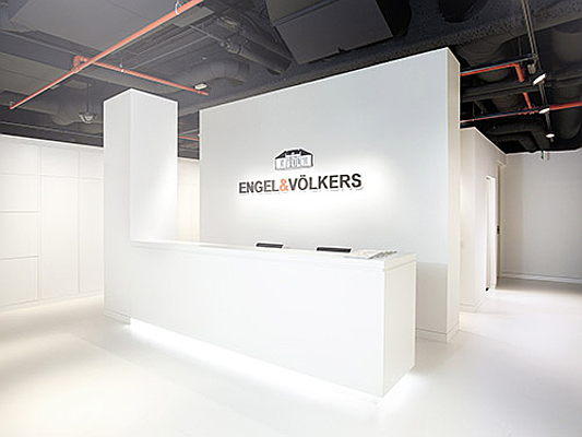 Hamburg - Engel Voelkers Franchise partners are given leeway to design a real estate shop