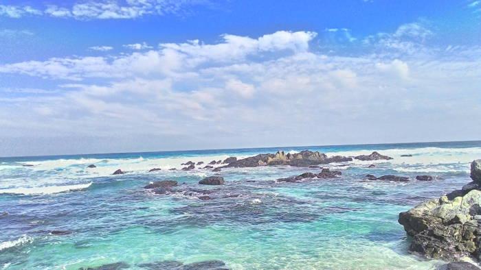 mar da costa do chile de água verde limpida