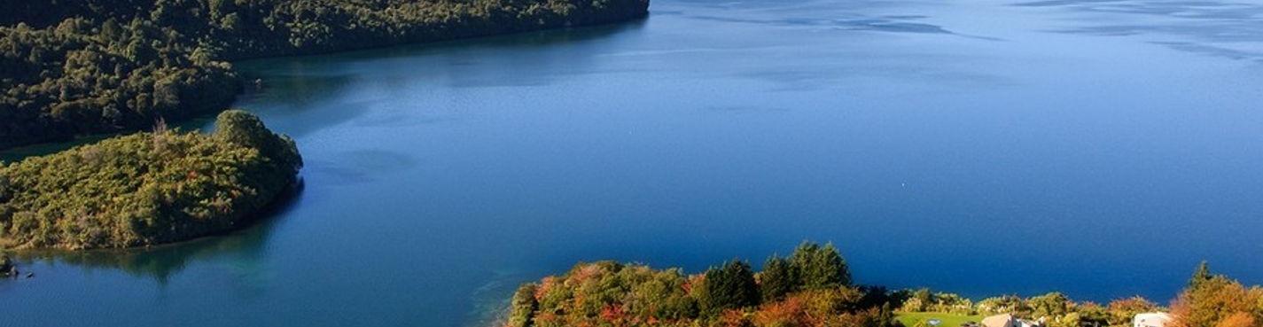 9. Экскурсия на Голубое и Зеленое озера, посещение озера Таравера. Роторуа.